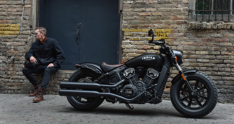 Indian® Scout Bobber - DE ESSENTIE & BLACKED-OUT